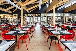 Café des Chefs - Mobilier Roche Bobois (Tables de repas Jane, design Christophe Delcourt / Chaises Loop, design Cédric Ragot / Bibliothèque Legend, design Christophe Delcourt) • Pavillon de France, World Expo 2015, Milano