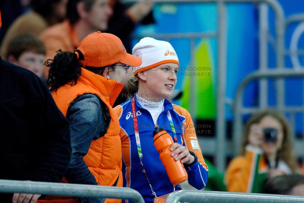 11-02-2006 SCHAATSEN: OLYMPISCHE WINTERSPELEN: 3000 METER DAMES: TORINO<br /> Ireen Wust voor haar 3000 meter<br /> &copy;2006-WWW.FOTOHOOGENDOORN.NL