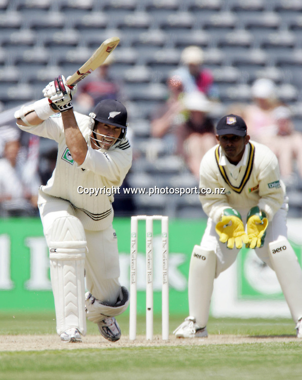 New Zealand captain Stephen Fleming in action on day two of the first cricket test match between the New Zealand Black Caps and Sri Lanka at Jade Stadium, Christchurch, New Zealand on Friday 8 December 2006. Photo: Andrew Cornaga/PHOTOSPORT<br /> <br /> <br /> <br /> 081206