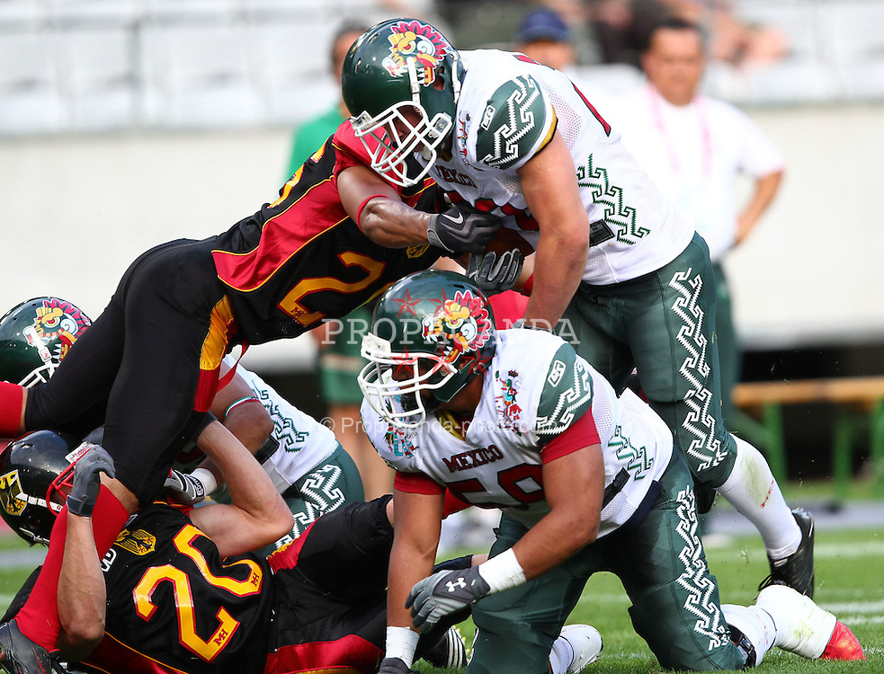 08.07.2011, Tivoli Stadion, Innsbruck, AUT, American Football WM 2011, Group A, Germany (GER) vs Mexico (MEX), im Bild Reyes José (Mexico, #22, RB) takes the way through the middle // during the American Football World Championship 2011 Group A game, Germany vs Mexico, at Tivoli Stadion, Innsbruck, 2011-07-08, EXPA Pictures © 2011, PhotoCredit: EXPA/ T. Haumer