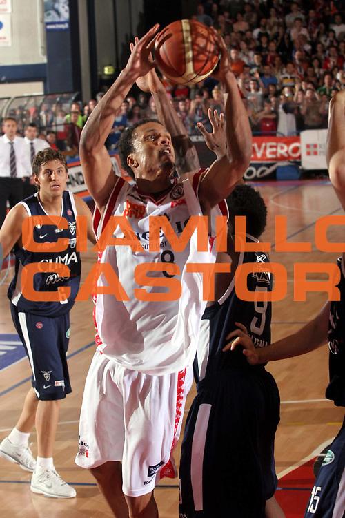 DESCRIZIONE : Biella Lega A1 2005-06 Play Off Quarti Finale Gara 2 Angelico Biella Climamio Fortitudo Bologna<br /> GIOCATORE : Williams<br /> SQUADRA : Angelico Biella<br /> EVENTO : Campionato Lega A1 2005-2006 Play Off Quarti Finale Gara 2<br /> GARA : Angelico Biella Climamio Fortitudo Bologna<br /> DATA : 21/05/2006<br /> CATEGORIA : Tiro<br /> SPORT : Pallacanestro<br /> AUTORE : Agenzia Ciamillo-Castoria/S.Ceretti<br /> Galleria : Lega Basket A1 2005-2006 <br /> Fotonotizia : Biella Campionato Italiano Lega A1 2005-2006 Play Off Quarti Finale Gara 2 Angelico Biella Climamio Fortitudo Bologna<br /> Predefinita :