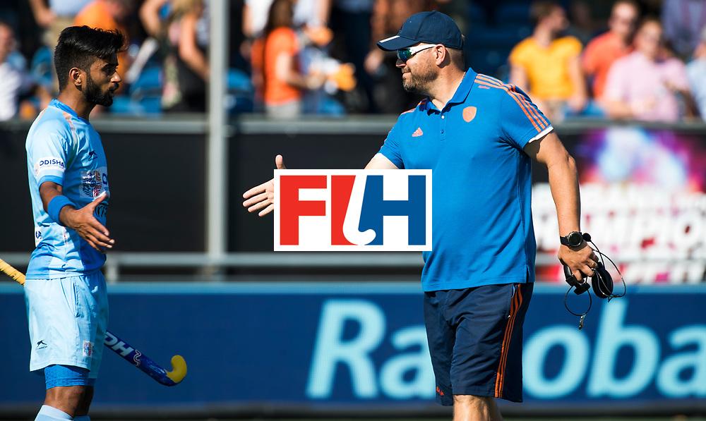 BREDA - bondscoach Max Caldas (Ned) met Manpreet Singh (Ind.)   na Nederland- India (1-1) bij  de Hockey Champions Trophy. India plaatst zich voor de finale.  COPYRIGHT KOEN SUYK