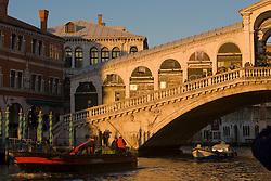 Ponte di Rialto, Grand Canal, Venice, Italy / Italia December 4, 2007.