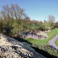 Nederland, Amsterdam , 11 februari 2010..Natuurgebiedje bij kruising Kalfjeslaan en Amsteldijk dat moet wijken voor herziening...Links reeds zichtbaar de afgravingen...Foto:Jean-Pierre Jans