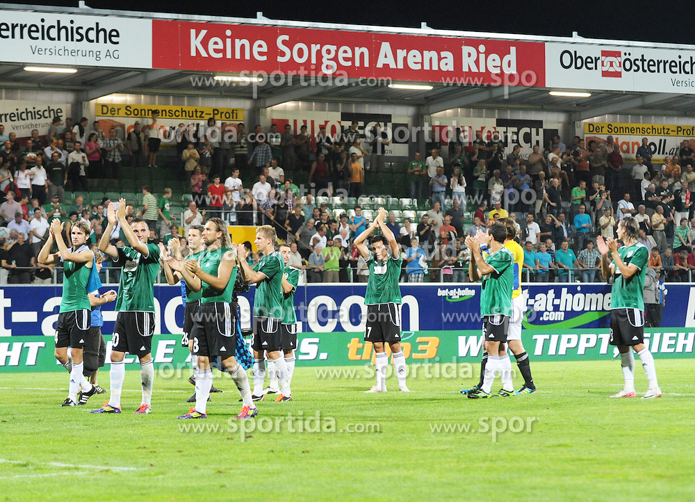 18.08.2011, Keine-Sorgen-Arena, Ried, AUT, UEFA EL, PLAYOFF, SV RIED (AUT) vs PSV EINDHOVEN (NED), Hinspiel, im Bild die Rieder verabschieden die Fans (SV Josko Ried, #) during the UEFA Europaleague, 1st Leg Playoff Match, SV Ried against PSV Eindhoven at Keine-Sorgen-Arena, Ried, Austria on 2011-08-18 , EXPA Pictures © 2011, PhotoCredit: EXPA/ R. Eisenbauer