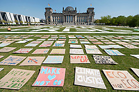 24 APR 2020, BERLIN/GERMANY:<br /> Aktion von Fridays for Future im Rahmen von Netzstreik fuers Klima, #netzstreikfuersklima : Aktivisten befestigen hunderte von Schildern mit Forderungen zur Rettung des Klimas auf dem Platz der Republik vor dem Deutschen Bundestag / Reichstagsgebaeude<br /> IMAGE: 20200424-01-015<br /> KEYWORDS: Demo, Demonstration, Protest, Klimawandel, climate change, action, #netzstreikfürsklima