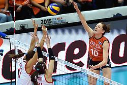03-10-2015 NED: Volleyball European Championship Semi Final Nederland - Turkije, Rotterdam<br /> Nederland verslaat Turkije in de halve finale met ruime cijfers 3-0 / Lonneke Sloetjes #10