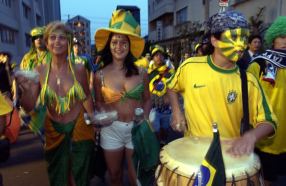 Brazilian supporters head for the World Cup match between Brazil and Belgium at Kobe, Japan. 17 06 02..©David Dare Parker/AsiaWorks Photography