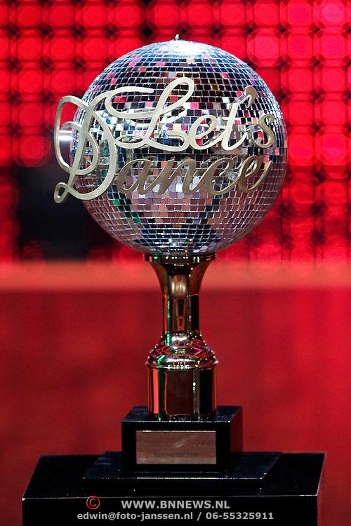 DUI/Berlin/20100528 - Finale Let's Dance 2010, winaars bokaal