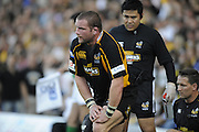 Wycombe, GREAT BRITAIN,  Phil VICKERY, rub a sore leg, running with the ball,  during the Heineken Cup [Pool 1]  Rugby Match,  London Wasps vs Castres Olympique, played at Adams Park Stadium on Sun, 12.10.2008 [Photo, Peter Spurrier/Intersport-images]