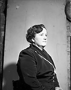 28/01/1953<br /> 01/28/1953<br /> 28 January 1953<br /> Mrs Henie Petrie of Modern Display Artists, Lower Pembroke Street, Dublin.