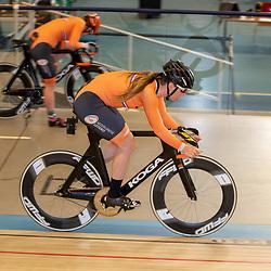 30-04-2020: Wielrennen: persmoment KNWU: Apeldoorn <br />De KNWU baanselectie trainende vandaag voor de eerste keer op de baan met inachtneming van het Corona protocol. Shanne Braspennincx
