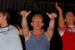 02-06-2003 NED: Huldiging bekerwinnaar FC Utrecht, Utrecht<br /> De spelers en de technische staf kregen een rondrit door de stad in een open Engelse dubbeldekker. Om 20.30 uur keert de stoet terug in Galgenwaard en zal in het stadion de officiële huldiging plaatsvinden / oa Dirk Kuyt, Pascal Bosschaart