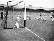 Neg No: 285/4014-4020...23081953AISFCSF.23.08.1953..All Ireland Senior Football Championship - Semi-Final...Kerry.3-6.Louth.0-10 ........