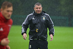 CARDIFF, WALES - Saturday, September 3, 2016: Wales' assistant manager Osian Roberts during a training session at the Vale Resort ahead of the 2018 FIFA World Cup Qualifying Group D match against Moldova. (Pic by David Rawcliffe/Propaganda)