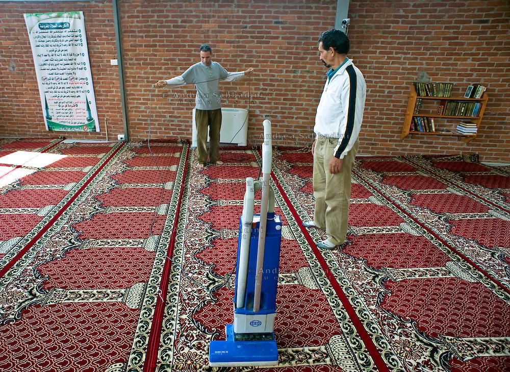 Milano, 08/09/2011: I custodi della moschea di Cascina Gobba - The keepers of the mosque of Cascina Gobba.©Andrea Sabbadini