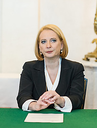 16.12.2013, Bundeskanzleramt, Wien, AUT, Bundesregierung, Sitzung des Ministerrats, im Bild Bundesministerin fuer Verkehr, Innovation und Technologie Doris Bures // Minister of transport, innovation and technology Doris Bures before council of ministers, Chancellors Office, Vienna, Austria on 2013/12/16, EXPA Pictures © 2013, PhotoCredit: EXPA/ Michael Gruber