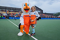UTRECHT -  Fan of the Match, Guus, met Stockey.    FIH Pro League, Nederland-Argentinie (2-2) Arg wint shoot outs. COPYRIGHT KOEN SUYK