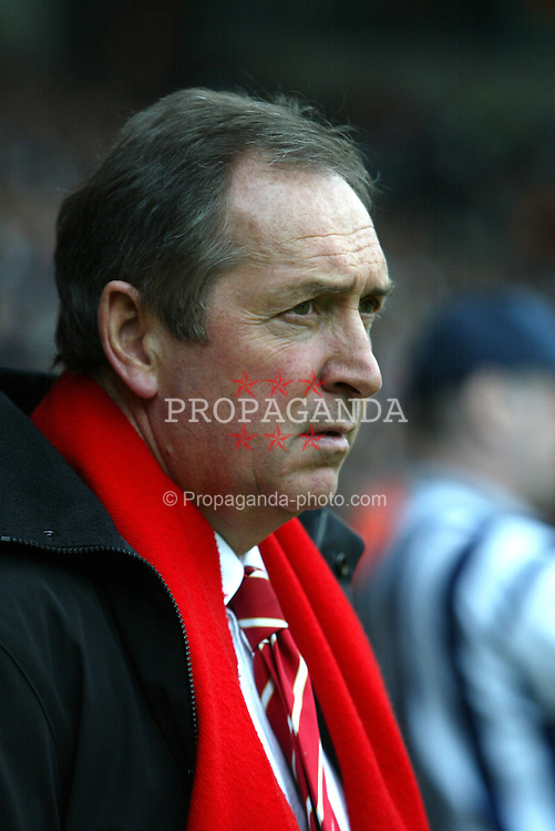 WEST BROMWICH, ENGLAND - Saturday, April 26, 2003: Liverpool's manager Ge?rard Houllier pictured against  West Bromwich Albion during the Premiership match at the Hawthorns. (Pic by David Rawcliffe/Propaganda)