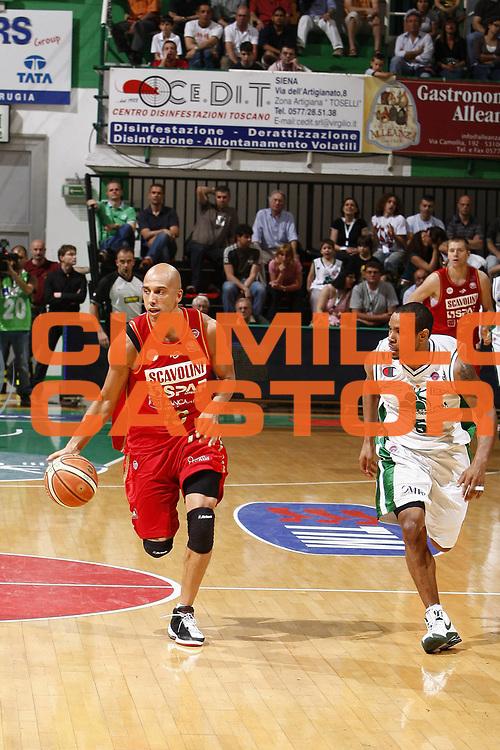 DESCRIZIONE : Siena Lega A 2008-09 Playoff Quarti di finale Gara 3 Montepaschi Siena Scavolini Spar Pesaro <br /> GIOCATORE : Carlton Myers<br /> SQUADRA : Scavolini Spar Pesaro<br /> EVENTO : Campionato Lega A 2008-2009 <br /> GARA : Montepaschi Siena Scavolini Spar Pesaro<br /> DATA : 23/05/2009<br /> CATEGORIA : palleggio<br /> SPORT : Pallacanestro <br /> AUTORE : Agenzia Ciamillo-Castoria/E.Castoria