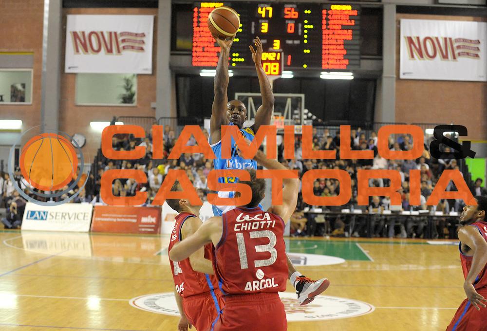 DESCRIZIONE : Casale Monferrato Lega A 2011-12 Novipiu Casale Monferrato Vanoli Braga Cremona<br /> GIOCATORE : Von Wafer<br /> SQUADRA : Vanoli Braga Cremona <br /> EVENTO : Campionato Lega A 2011-2012 <br /> GARA : Novipiu Casale Monferrato Vanoli Braga Cremona<br /> DATA : 16/10/2011<br /> CATEGORIA : Tiro<br /> SPORT : Pallacanestro <br /> AUTORE : Agenzia Ciamillo-Castoria/ L.Goria<br /> Galleria : Lega Basket A 2011-2012  <br /> Fotonotizia : Biella Lega A 2011-12 Novipiu Casale Monferrato Vanoli Braga Cremona<br /> Predefinita :