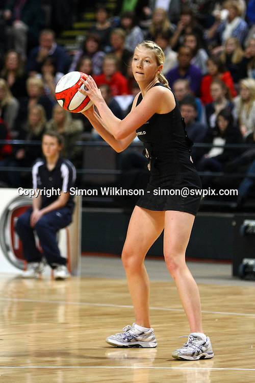 PICTURE BY VAUGHN RIDLEY/SWPIX.COM...Netball - International Netball Series - England v New Zealand - MEN Arena, Manchester, England - 15/01/11...New Zealand's Camilla Lees.