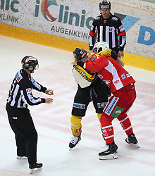 14.04.2019, Albert Schultz Halle, Wien, AUT, EBEL, Vienna Capitals vs EC KAC, Finale, 1. Spiel, im Bild v.l. Patrick Peter (spusu Vienna Capitals) und Adam Comrie (EC KAC) // during the Erste Bank Icehockey 1st final match between Vienna Capitals and EC KAC at the Albert Schultz Halle in Wien, Austria on 2019/04/14. EXPA Pictures © 2019, PhotoCredit: EXPA/ Thomas Haumer