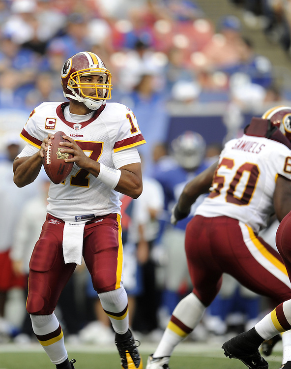 EAST RUTHERFORD, NJ - SEPTEMBER 13: Jason Campbell #17 of the Washington Redskins looking to pass against the New York Giants during their game on September 13, 2009 at Giants Stadium in East Rutherford, New Jersey. (Photo by Rob Tringali) *** Local Caption *** Jason Campbell