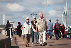 © Licensed to London News Pictures. 02/10/2016. Southsea, Hampshire, UK.  People out and about on Southsea Promenade enjoying the warm, sunny weather on another stunning autumn day. Photo credit: Rob Arnold/LNP