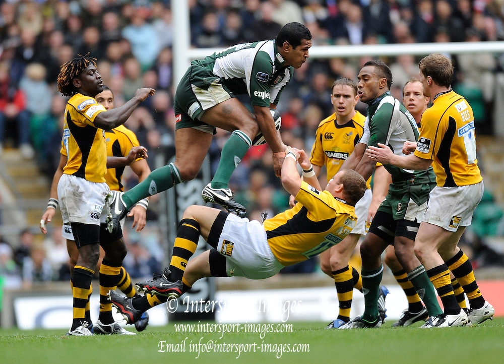 Twickenham, GREAT BRITAIN, Exiles Chris HALA'UFIA, get above Wasps Tim PAYNE to collect the high ball, during the Guinness Premiership match,  London Irish vs London Wasps, at Twickenham Stadium, Surrey on Sat 06.09.2008. [Photo, Peter Spurrier/Intersport-images]