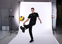 Volleyball 1. Bundesliga  Saison 2018/2019  Media Day Fotoshooting  TV Rottenburg  07.09.2018 Pressesprecher Moritz Liss spielt Fussball