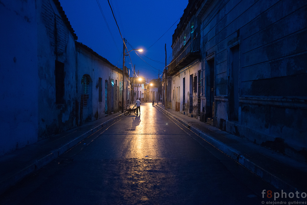 A night scene after the rain in a lonely street in Camagüey.