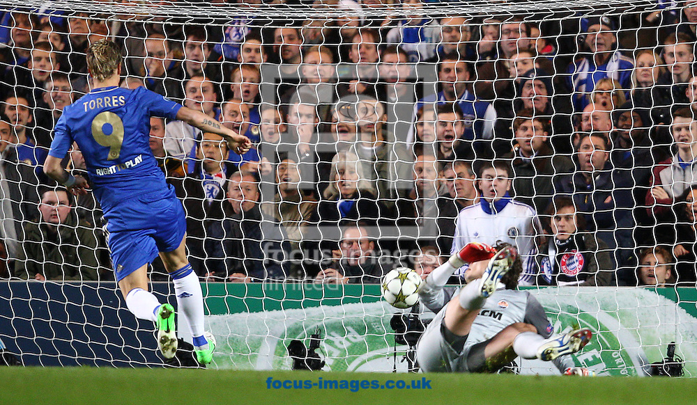Picture by Paul Terry/Focus Images Ltd +44 7545 642257.07/11/2012.Fernando Torres ( L ) of Chelsea scores the first goal during the UEFA Champions League match at Stamford Bridge, London.