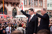Frankfurt am Main | 21.09.2013<br /> <br /> Endspurt-Kundgebung auf dem Frankfurter R&ouml;merberg zum Landtagswahlkampf der SPD (Sozialdemokratische Partei Deutschlands) 2013, hier: <br /> Thorsten Sch&auml;fer-G&uuml;mbel (l) und Peer Steinbr&uuml;ck.<br /> <br /> ABDRUCK/NUTZUNG HONORARPFLICHTIG!<br /> <br /> &copy;peter-juelich.com<br /> <br /> [No Model Release | No Property Release]