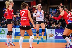 19-02-2017 NED: Bekerfinale Sliedrecht Sport - VC Sneek, Zwolle<br /> In een uitverkochte Landstede Topsporthal wint Sneek met 3-1 van Sliedrecht Sport / Vreugde bij Sneek na de 3-1 winst Janieke Popma #2 of Sneek
