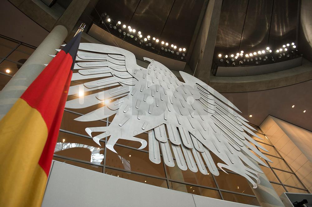 17 OCT 2013, BERLIN/GERMANY:<br /> Bundesadler und Bundesflagge, Plenum, Deutscher Bundestag<br /> IMAGE: 20131017-01-014<br /> KEYWORDS: Plenarsaal