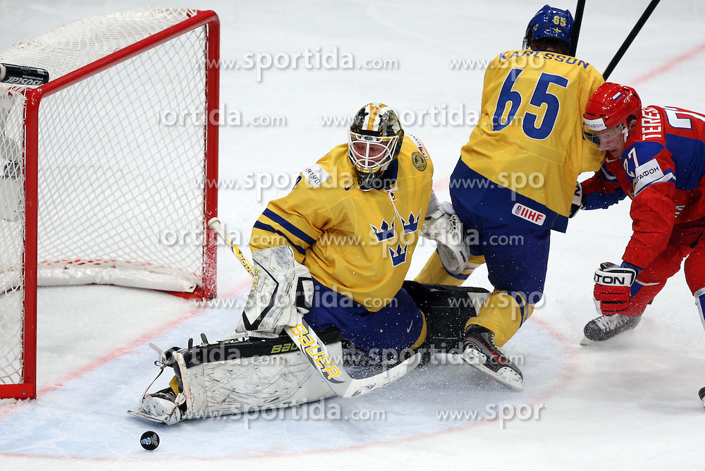 11.05.2012, Ericsson Globe, Stockholm, SWE, IIHF, Eishockey WM, Russland vs Schweden, im Bild Sverige Sweden 30 Goalkeeper Viktor Fasth (AIK) makes a legsave // during the IIHF Icehockey World Championship Game between Russia and Sweden at the Ericsson Globe, Stockholm, Sweden on 2012/05/11. EXPA Pictures © 2012, PhotoCredit: EXPA/ PicAgency Skycam/ ATTENTION - OUT OF SWE *****