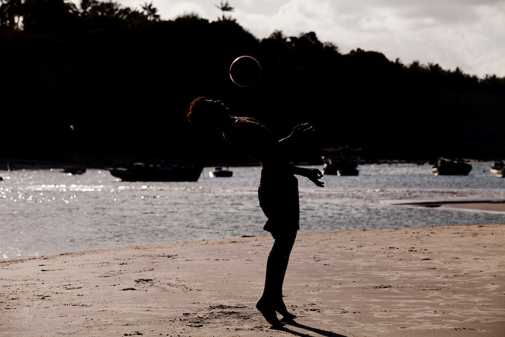 Tibau do Sul_RN, Brasil...Jogo de futebol na praia de Pipa em Tibau do Sul, Rio Grande do Norte...Soccer play in Pipa beach in Tibau do Sul, Rio Grande do Norte...Foto: LEO DRUMOND / NITRO