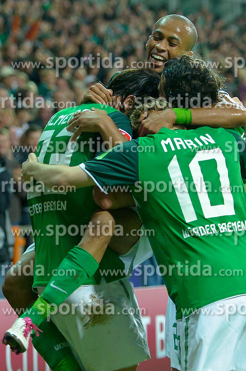 25.09.2010, Weser Stadion, Bremen, GER, 1.FBL, Werder Bremen vs Hamburger SV im Bild 3:2 Hugo Almeida ( Werder #23 ) jubel  mit Wesley (Bremen #5)  Marko Marin ( Werder #10 ) Claudio Pizarro ( Werder #24 )   EXPA Pictures © 2010, PhotoCredit: EXPA/ nph/  Kokenge+++++ ATTENTION - OUT OF GER +++++ / SPORTIDA PHOTO AGENCY