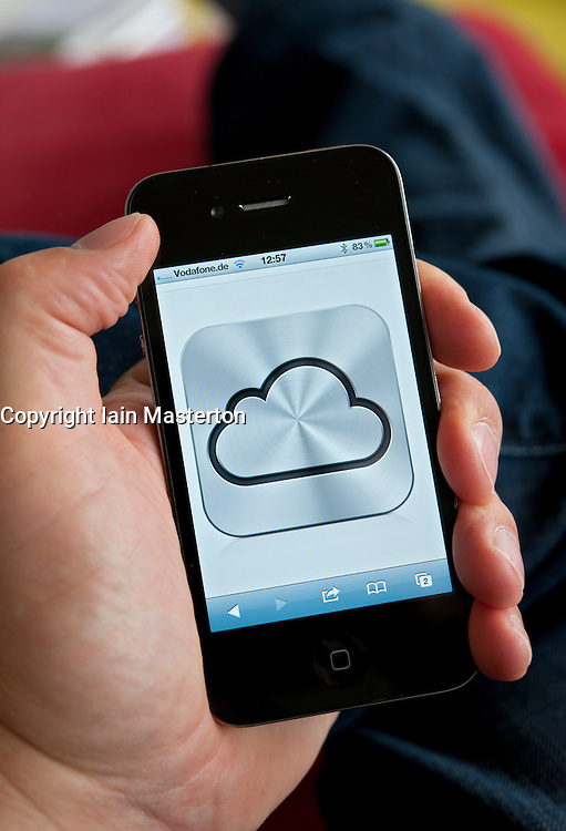iCloud cloud computing service icon on an iPhone 4G smart phone screen