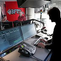 Nederland, Hilversum, 5 december 2016.<br />radiostation 3 FM heeft de koers omgegooid en wil nu meer jongeren bereiken. Hoe doen ze dat en lukt het? Te zien: muzieksamenstellers en dj&rsquo;s in de studio o.i.d.<br /><br /><br />Foto: Jean-Pierre Jans