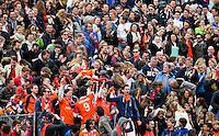BLOEMENDAAL- hockey - Publiek tijdens de eerste play off hoofdklasse finalewedstrijd tussen de mannen van Bloemendaal en Oranje-Zwart (2-3). COPYRIGHT KOEN SUYK