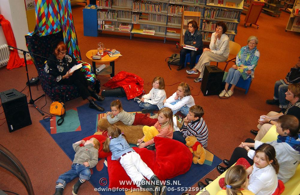 Schrijfster Imme Dost leest voor bieb Hilversum