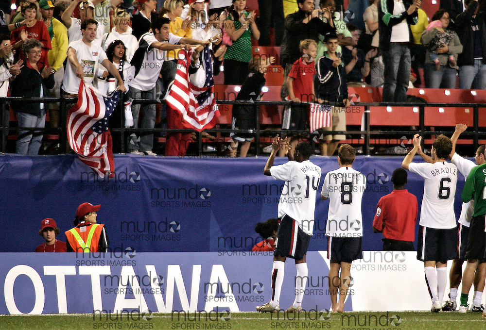 The American team acknowledges their fans following their 2-1 win over Brazil at the FIFA U-20 World Cup on 06 July 2007 in Ottawa, Ontario, Canada.  .AFP PHOTO/GEOFF ROBINS