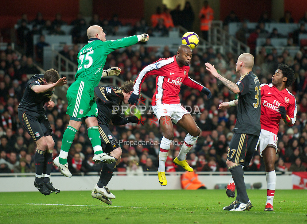 LONDON, ENGLAND - Wednesday, February 10, 2010: Liverpool's goalkeeper Pepe Reina and Arsenal's William Gallas during the Premiership match at the Emirates Stadium. (Photo by David Rawcliffe/Propaganda)