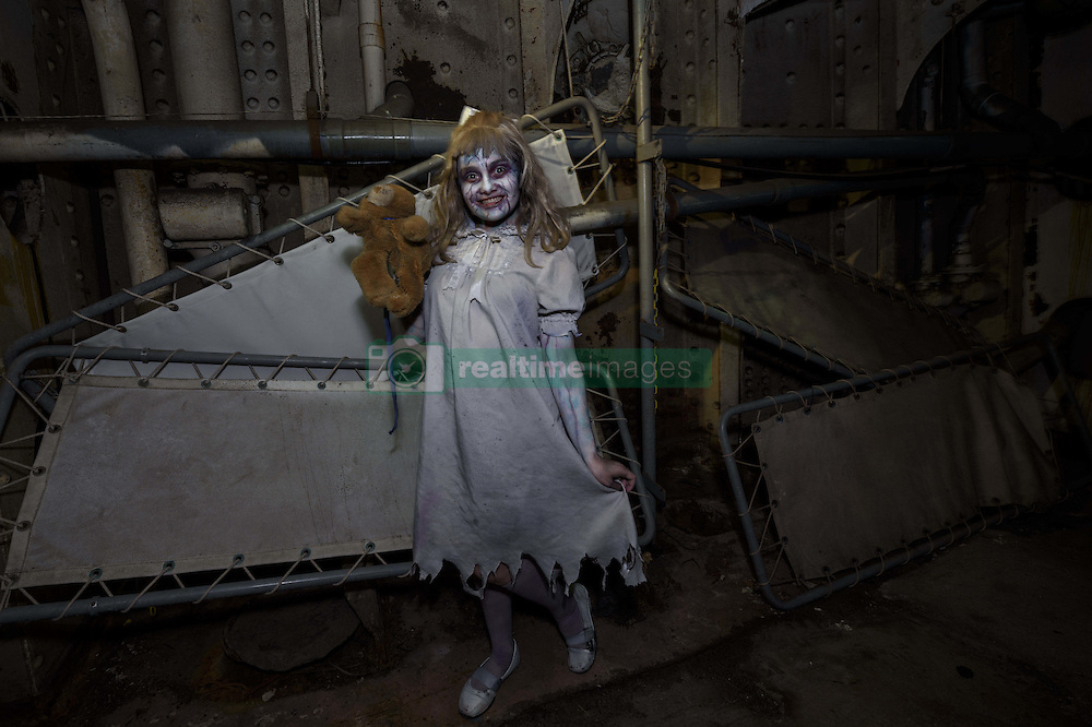"""October 26, 2016 - Long Beach, California, United States - Performer at the Queen Mary's annual Halloween haunt, """"Dark Harbor"""". Long Beach, California. October 26, 2016. The immersive event includes six haunted mazes and hundreds of monsters. (Credit Image: © Ronen Tivony/NurPhoto via ZUMA Press)"""