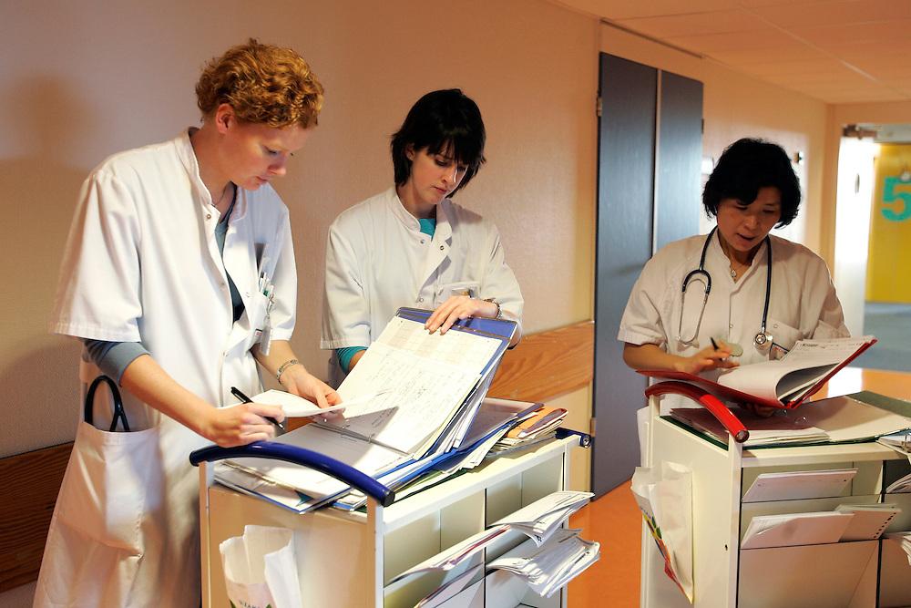 The Hague. Hospital. MCH. Medisch Centrum Haaglanden. Doctors and nurses. .Photo: Gerrit de Heus
