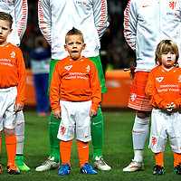 SERIE ROOKIE <br /> Nederland, Amsterdam, 31-03-2015.<br /> Voetbal, Internationaal, Vriendschappelijk.<br /> Drie &quot;handlopertjes&quot; voor de line-up van het nederlands elftal op een laat tijdstip waardoor er een gaapje uit moet.<br /> Foto : Klaas Jan van der Weij