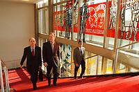 """03 NOV 1999, BERLIN/GERMANY:<br /> Walter Riester, SPD, Bundesarbeitsminister, und Rudolf Scharping, SPD, Bundesverteidigungsmister, auf dem Weg zur Kabinettsitzung vor dem Schriftzug """"Trotz Alledem!"""" der an die SED und DDR Vergangenheit des ehemaligen Staatsratsgebäudes erinnert, Bundeskanzleramt<br /> IMAGE: 19991103-01/01-30"""