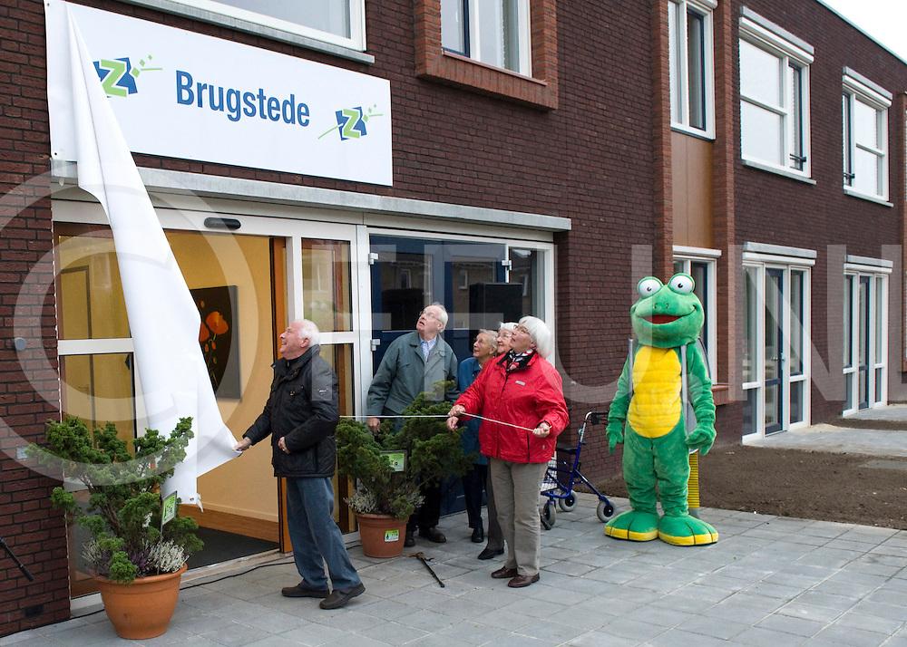 Donderdag 10 november is het woonZorgHuis in Lemelerveld in gebruik genomen. Om 15.30 is de officiele naam BRUGSTEDE onthuld geworden..FFU PRESS AGENCY COPYRIGHT Leo van den Berg..